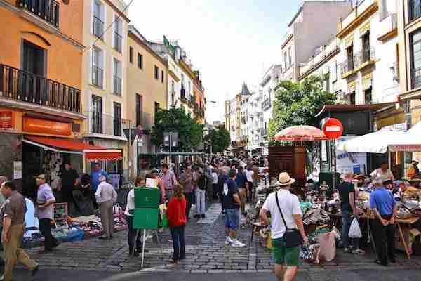 Mercadillo de la calle Feria, en Sevilla.