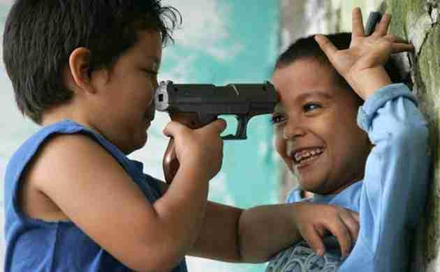 niños jugando a matar