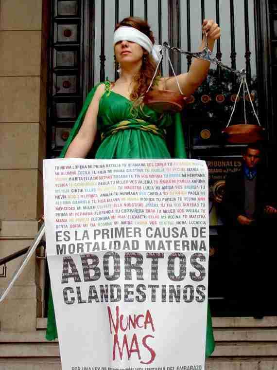 interrupción del embarazo voluntaria aborto clandestino muerte mujer derecho vida