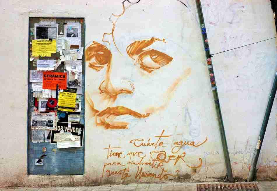 ¿Cuánta agua tiene que caer para admitir que está lloviendo? graffito del Niño de las Pinturas. Foto de TonoCano / SecretOlivo