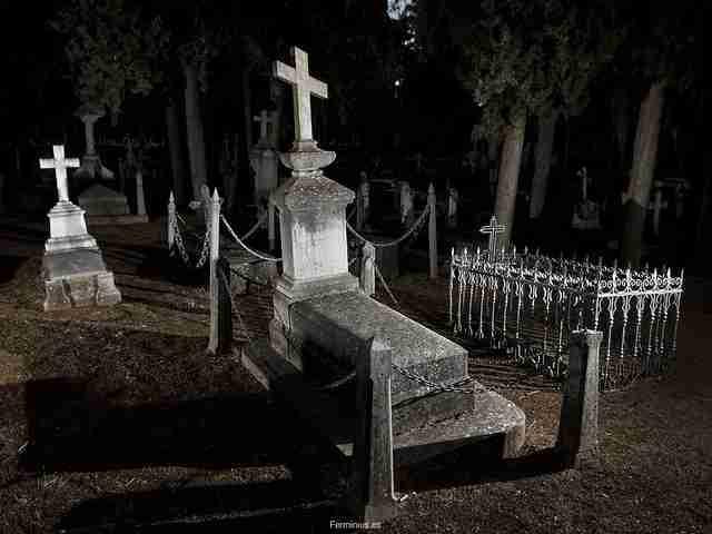 Manifestaciones que acaban en el calabozo-externalizacion-cementerio-granada