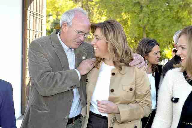 Francisco Casero, con la presidente de la Junta de Andalucía, Susana Díaz.