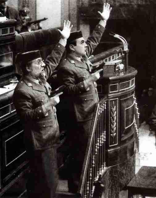 Golpes varios: Rajoy y Zapatero. La Revuelta