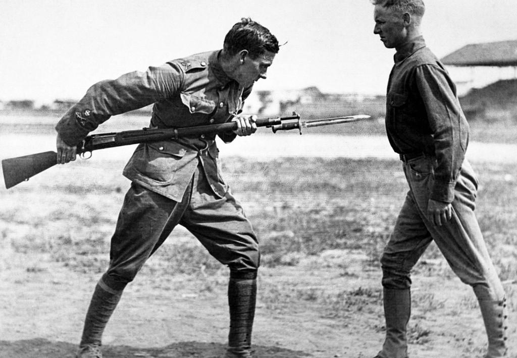 Entrenamiento con bayoneta, 1916. Primera Guerra Mundial