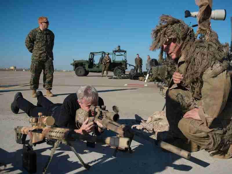 El secretario de la Navy Ray Mabus en la base de Morón el pasado 14 de noviembre de 2014