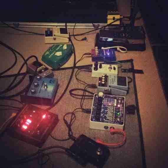Pedales de efectos usados en la grabación de Interferencias